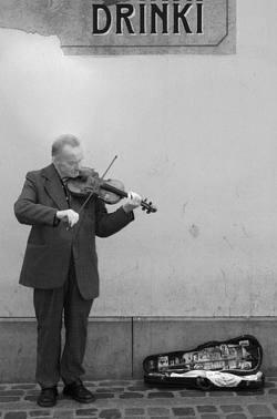 street-violin-player